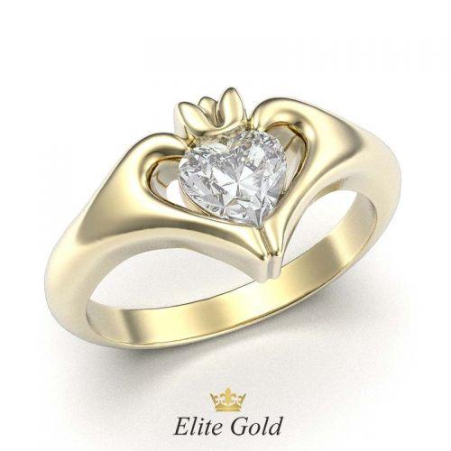 кольцо Keira в лимонном золоте с белым камнем