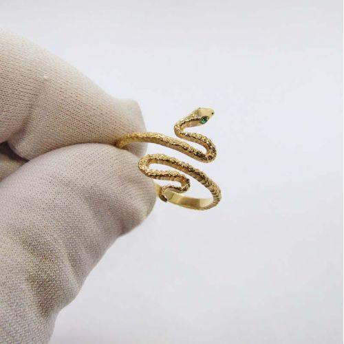 Тонкое дизайнерское кольцо в виде змеи из красного золота
