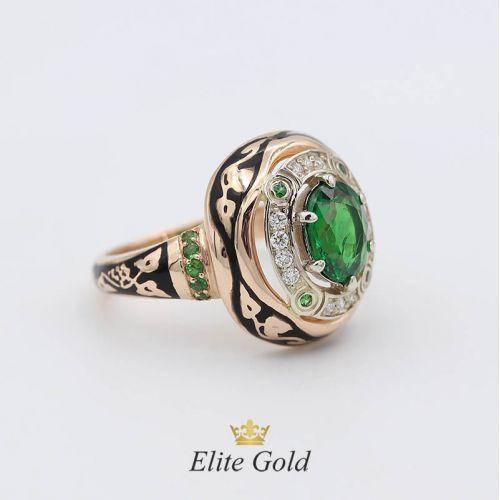 перстень Desert Sands с зелеными и белыми камнями