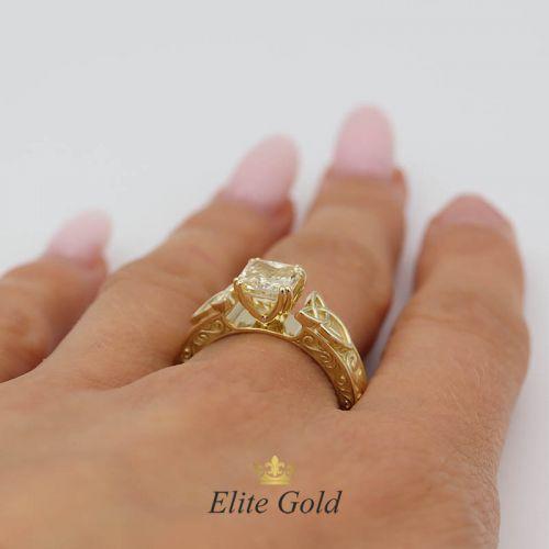 Авторское кольцо Radiance с кельтскими узорами и крупным камнем
