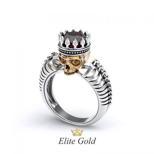 Дизайнерское рельефное кольцо Череп с камнем