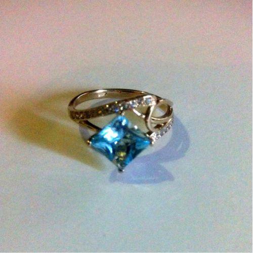 кольцо женское с большим квадратным камнем