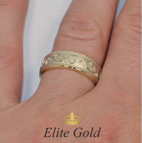 ажурные обручальные кольца без камней на руке фото