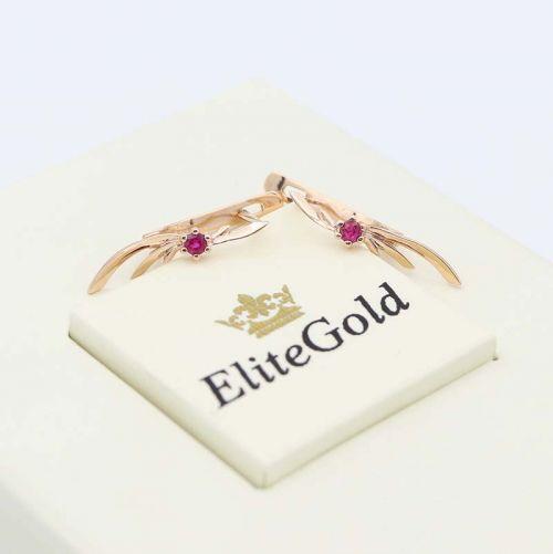 небольшие золотые серьги с рубинами