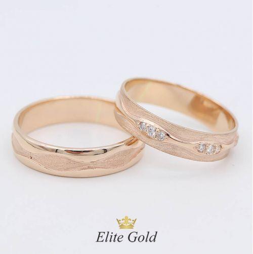 в красном золоте с бриллиантами в женском