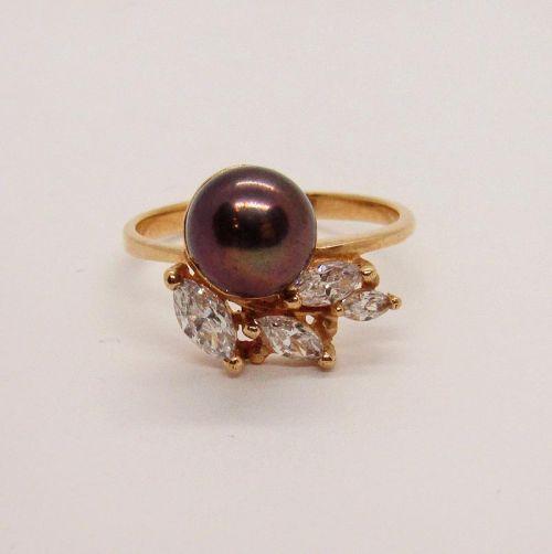 кольцо с крупной жемчужиной в золоте 585 пробы