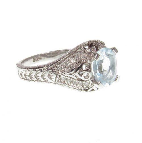винтажное кольцо в белом золоте с топазом и 20 бриллиантами